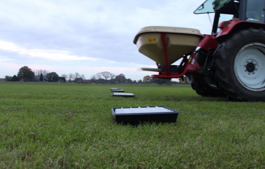 Fertilizer tray